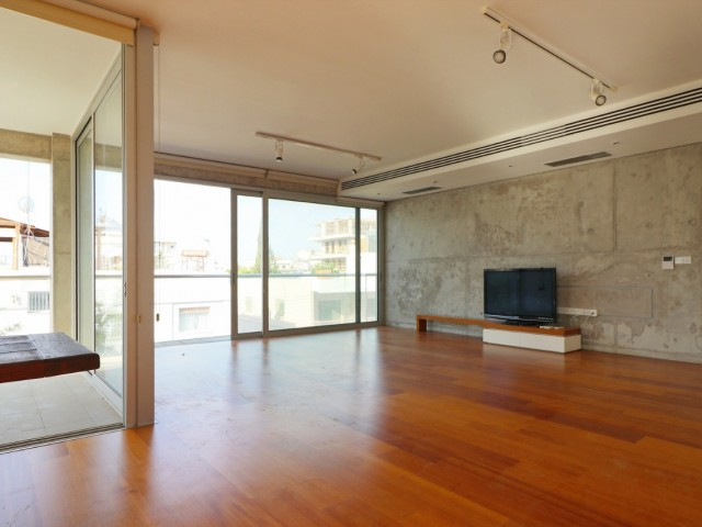 Penthouse in Limassol with 3 bedrooms, City Center