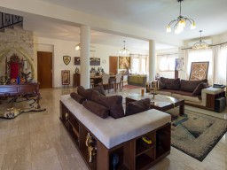 Five bedroom villa in Limassol, Agios Athanasios