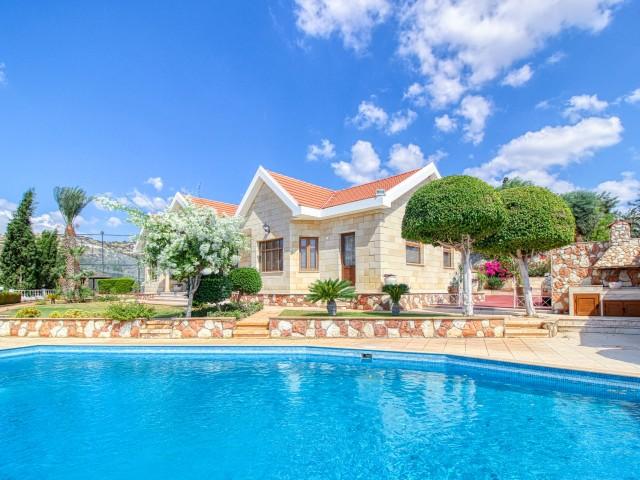 Villa with 5 bedrooms in Limassol, Agios Tychonas
