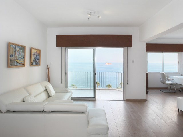 Apartments in Limassol with 3 bedrooms, Old Port