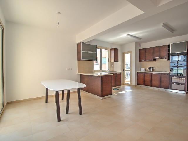 Three bedroom apartment in Limassol, Old Port