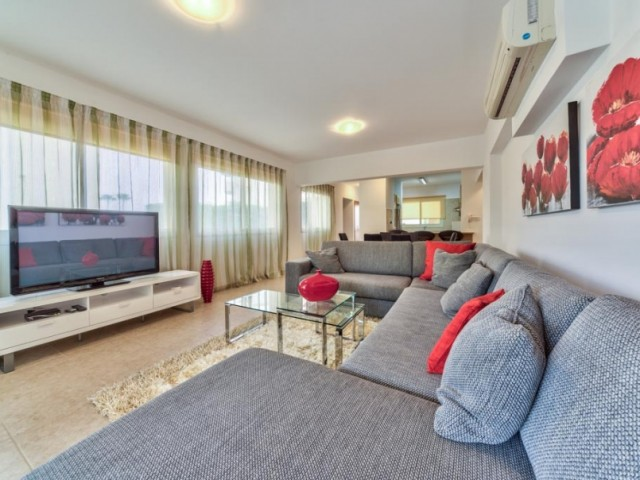 Apartments in Limassol with 3 bedrooms, Mouttagiaka