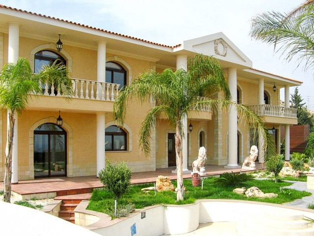 Luxury 4 bedroom villa in Limassol, East Beach