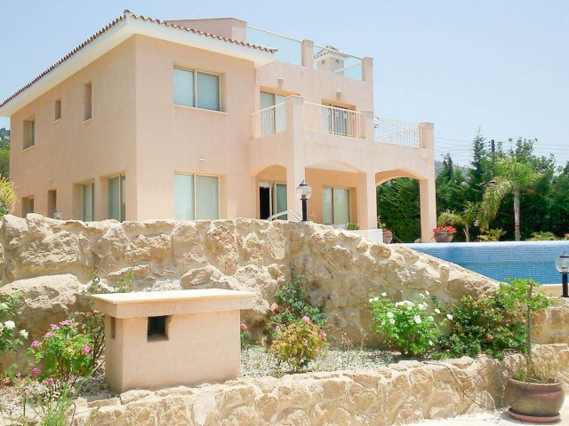 Five bedroom villa in Paphos, Tala