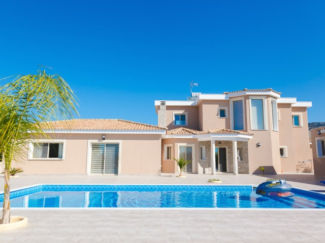 Villa in Paphos with 4 bedrooms, Sea Caves