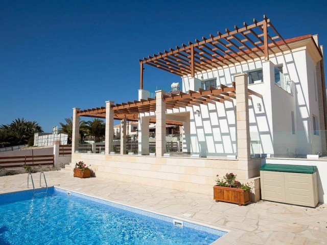 Five bedroom villa in Paphos, Coral Bay