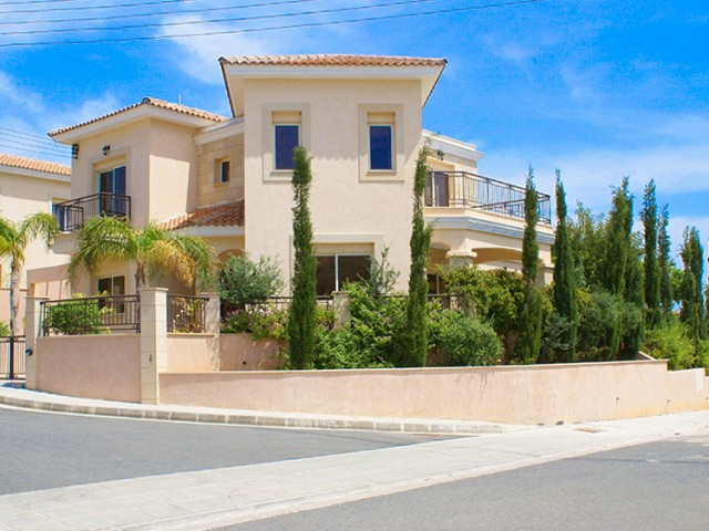 5 bedroom villa in Limassol, Agios Tychonas