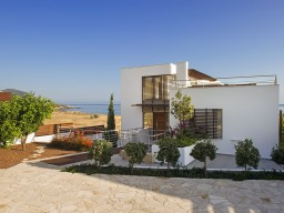 Four bedroom villa in Paphos, Latchi
