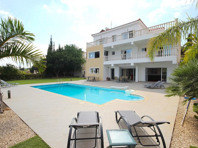 Villa in Paphos with 5 bedrooms, Peyia