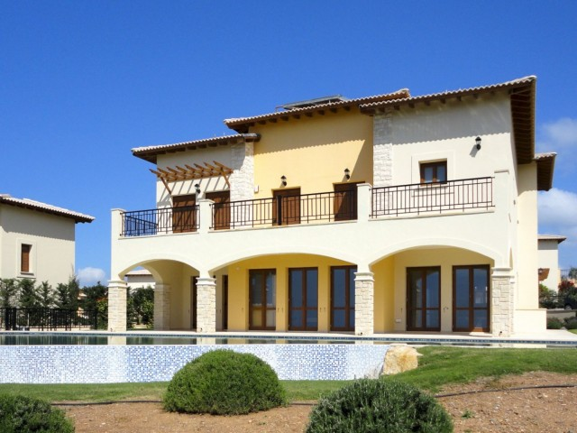 Five bedroom villa in Paphos, Kouklia