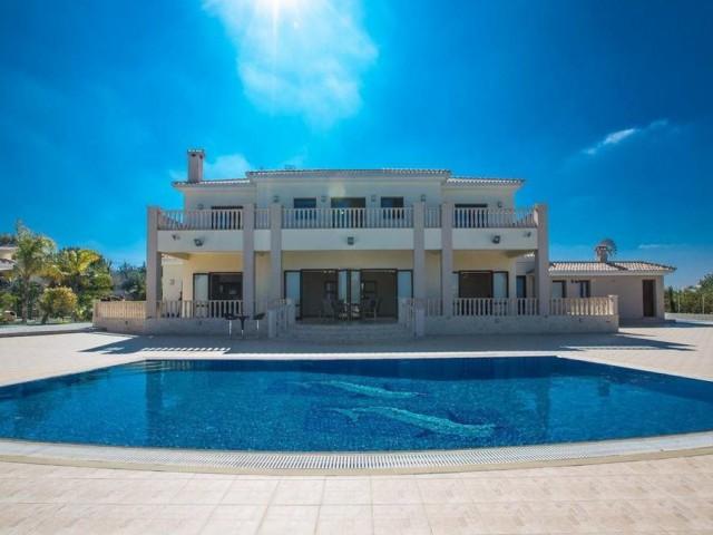 Seven bedroom villa in Protaras