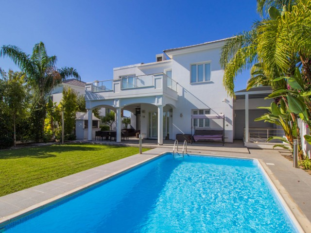 Villa in Limassol with 5 bedrooms, East Beach