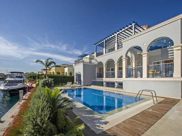 Luxury villa with 4 bedrooms in Limassol, Limassol Marina