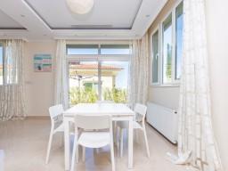 Four bedroom villa in Paphos, Peyia