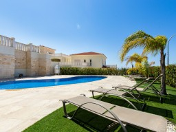 Four bedroom villa in Paphos, Peyia