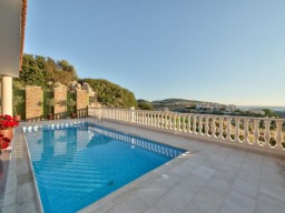 Five bedroom villa in Limassol, Agios Tychonas