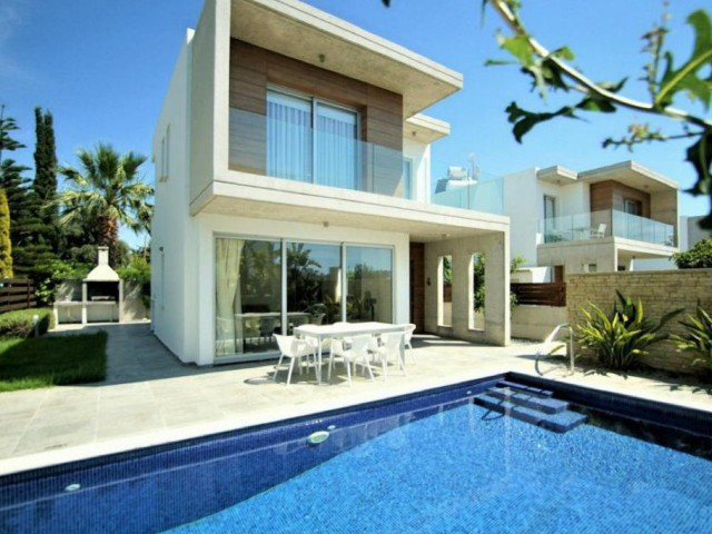 Three bedroom villa in Paphos, Coral Bay