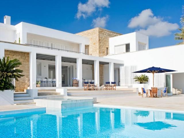 Five bedroom villa in Paphos, Peyia