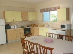 Four bedroom villa in Paphos, Sea Caves