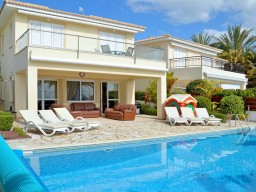 Villa in Paphos with 4 bedrooms, Coral Bay