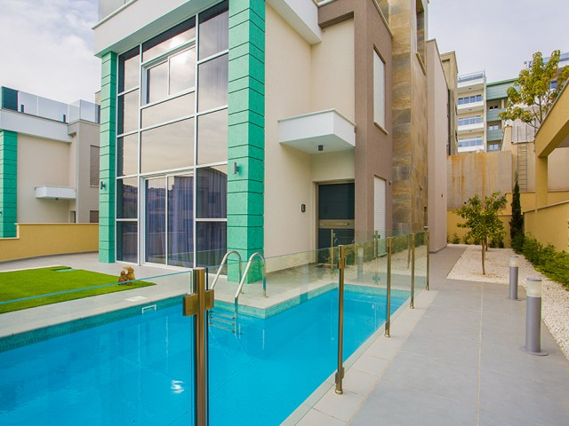 Villa in Limassol with 4 bedroom, East Beach