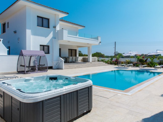 Villa in Ayia Napa with 4 bedrooms