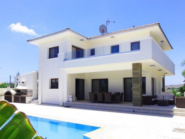 Villa in Ayia Napa with 4 bedrooms