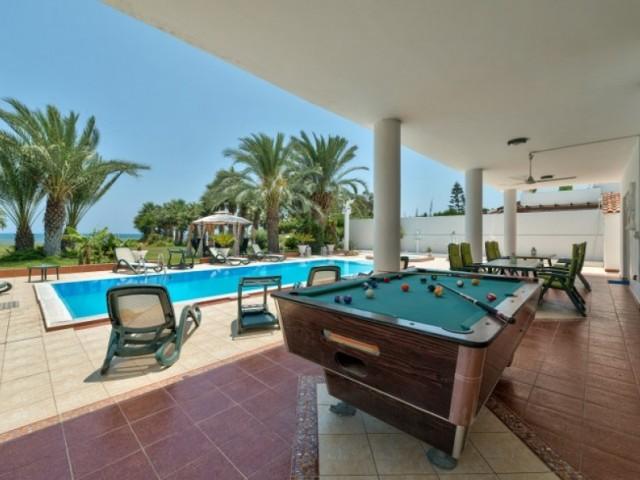 Villa with 6 bedrooms in Larnaca, Pervolia