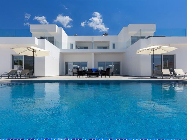 Villa in Paphos with 8 bedrooms, Coral Bay